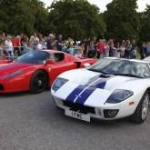 Ferrari und Ford in Beaulieu Arena