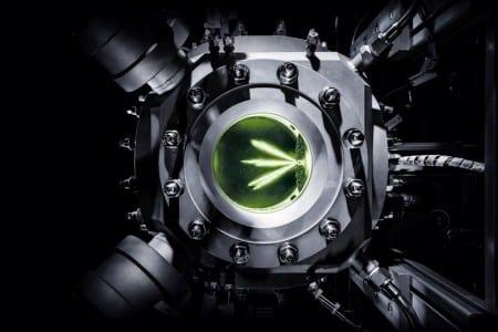 Punktgenaue Injektion: Bei jedem Vorgang werden nur wenige Milliliter des Kraftstoffs in die Druckkammer eingespritzt. Audi testet synthetische Kraftstoffe mit gläsernem Motor
