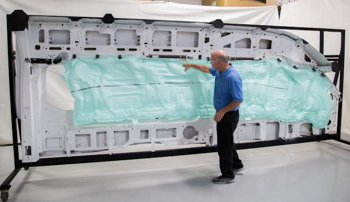 Riesiger Ford Transit Airbag