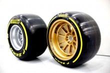 Neue 18 Zoll Pirelli Testreifen für einen Test auf dem Lotus F1 E22