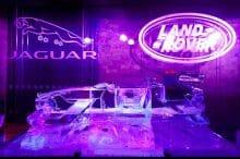 Auto aus Eis - Jaguar F Schlitten