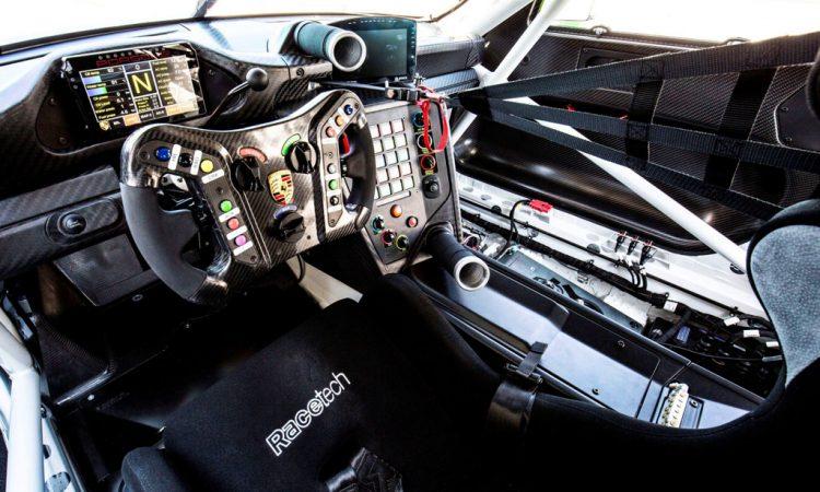 Porsche 911 GT3 R Cockpit