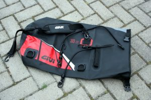 Motorrad Gepäckrolle Givi Easy-T im Test