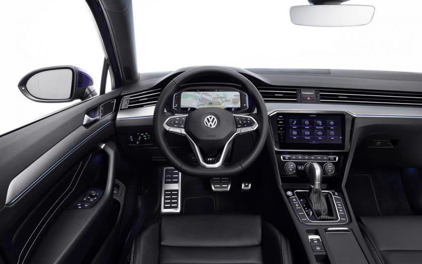 Neuer VW Passat Innenraum R-Line
