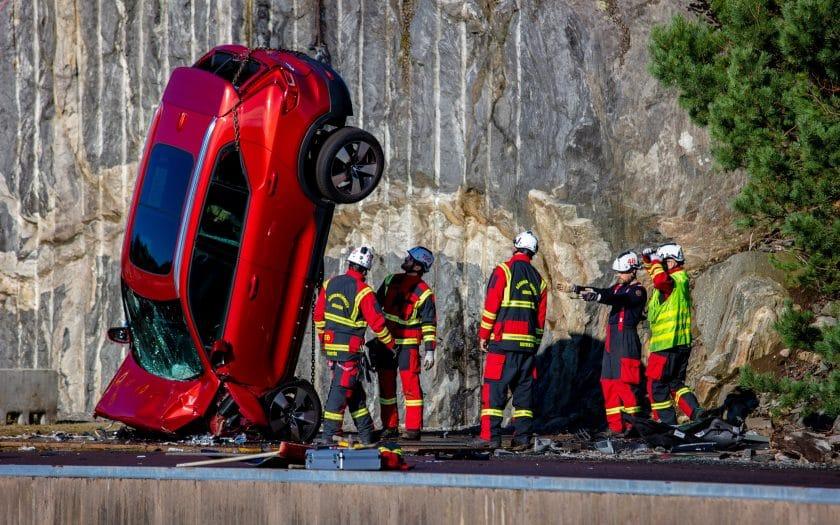 274395 Volvo l sst f r Schulungszwecke von Rettungskr ften Fahrzeuge aus 30 Metern