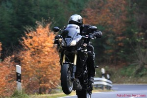 triumph-tiger_wheelie